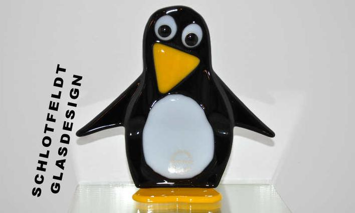 Penguin of Glass from Schlotfeldts-Glasdesign Svaneke on Bornholm