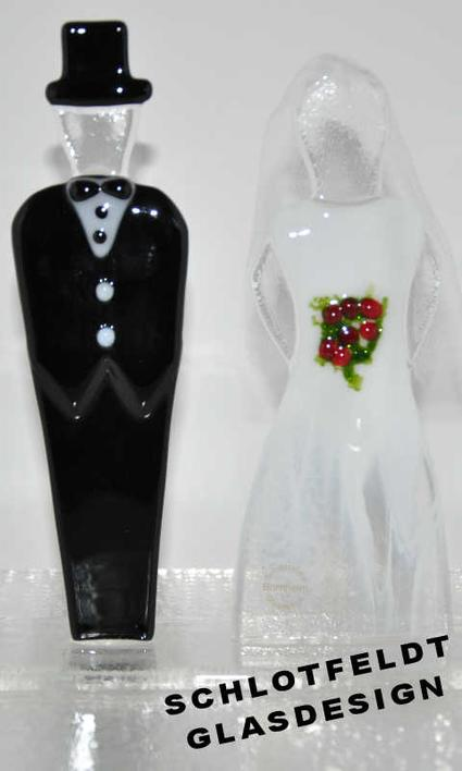 Wedding couples of glass with foot from Schlotfeldts-Glasdesign Svaneke on Bornholm.