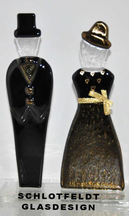 Gold Wedding couples in glass with foot from Schlotfeldts-Glasdesign Svaneke in Bornholm.