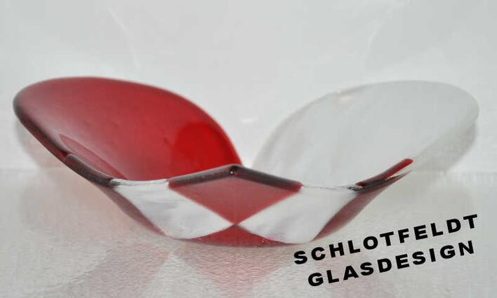 Weave heart Glass Bowl from Schlotfeldts-Glasdesign Svaneke on Bornholm.
