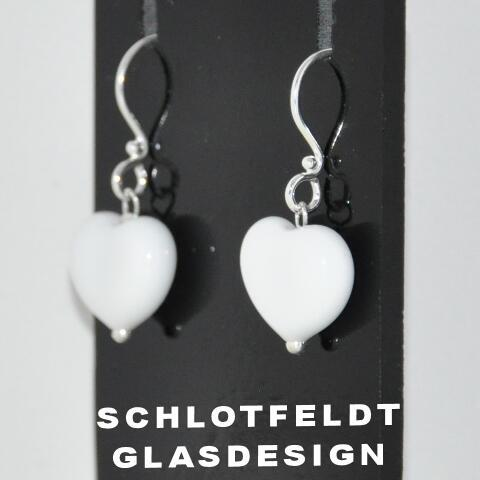 Heart Earrings of Glass with Silver hook from Schlotfeldts glass design Svaneke on Bornholm.
