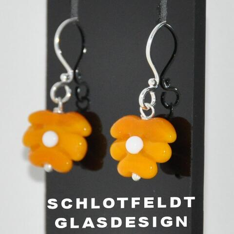 Flower Earrings of Glass with Silver hook from Schlotfeldts glass design Svaneke on Bornholm.